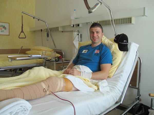 Foto: Reinfried Herbst nach der Operation. (ÖSV/Aichner)