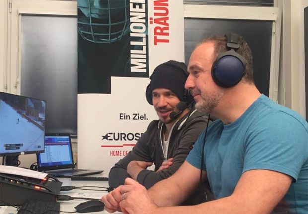 Guido Heuber mit Co-Kommentator Felix Neureuther, beim Olympia-Slalom 2018, am Eurosport-Mikrofon