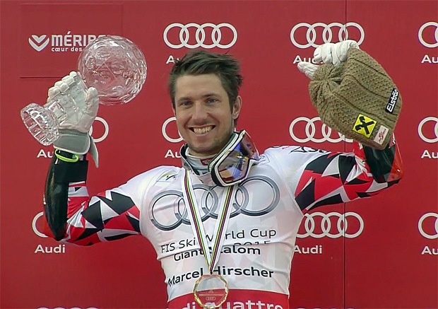 Gesamtweltcupsieger Marcel Hirscher mit der kleinen RTL Kristallkugel