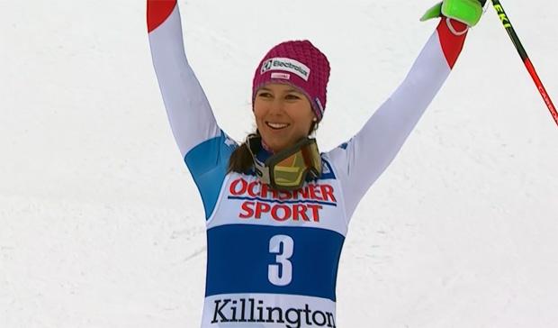 Wendy Holdener freut sich über Rang 3 beim Slalom von Killington