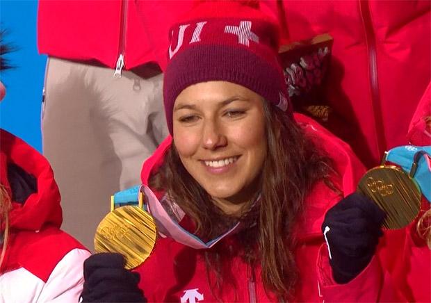 Wendy Holdener tritt Heimreise mit kompletten Medaillenset an