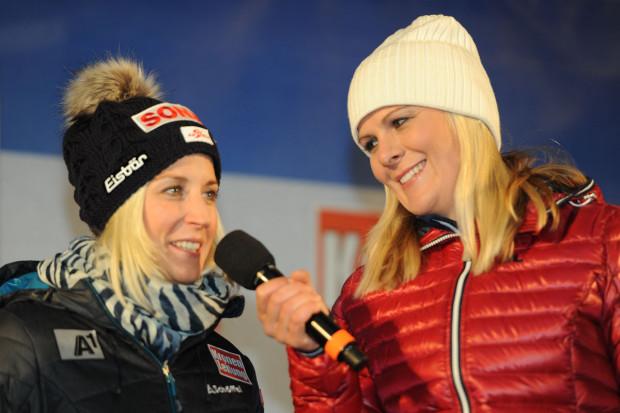 © Ch. Einecke (CEPIX) / Auch als Moderatorin, hier beim Skiweltcup-Auftakt in Sölden mit Eva-Maria Brem, gibt Niki Hosp eine gute Figur ab.