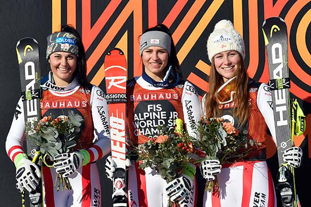 Nadine Fest (Mi.), Franziska Gritsch (li.) und Dajana Dengscherz täumten im Super-G groß ab. (Foto: Erich Spiess)