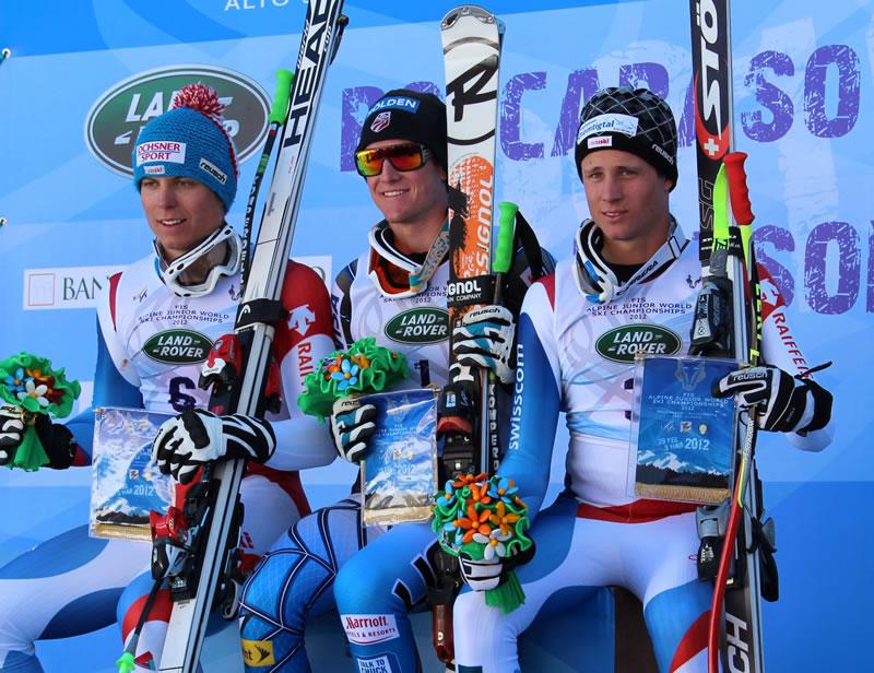 US Amerikaner Ryan Cochran-Siegle gewinnt den Junioren Weltmeistertitel 2012 in Roccaraso (ITA). Schweizer Ralph Weber und Nils Mani fahren aufs Podest .