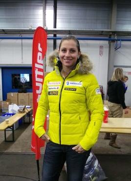 © swiss-ski.ch / Bestimmt nicht zu übersehen: so bunt starten die alpinen in die neue Saison. Modell gestanden ist Marianne Kaufmann-Abderhalden.