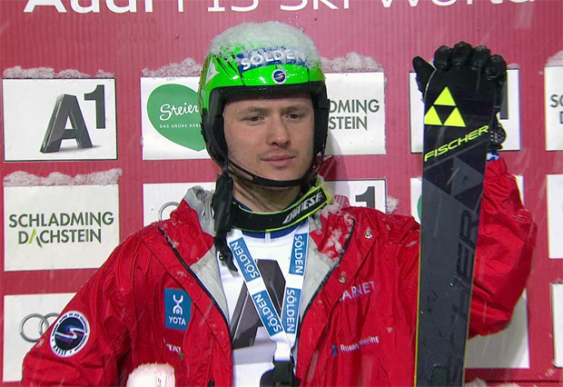 """Russe Khoroshilov mit Traumlauf beim """"Nightrace"""" in Führung"""