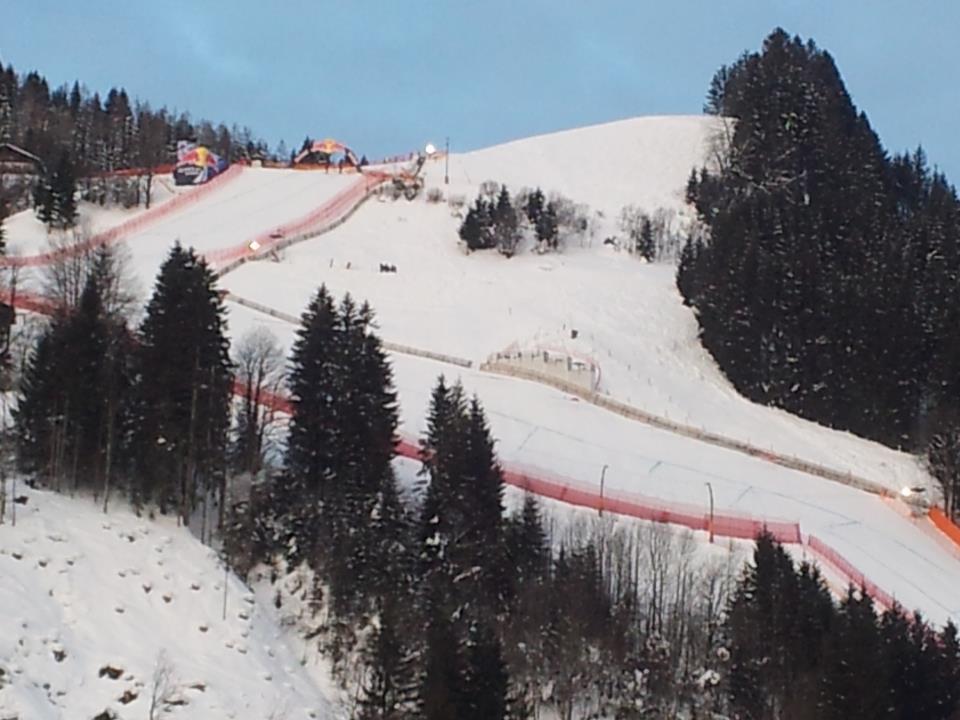 Liveblick auf die Hausbergkante von unserer Live Blick am Mittwoch 08.45 auf die Hausbergkante von unserer Skiweltcup Redakteurin Claudia Egger