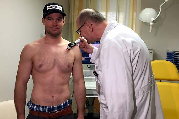 Vincent Kriechmayr stellt sich als ÖSV-Testimonial für die Bewusstseinsbildung zum Thema Hautkrebsvorsorge zur Verfügung. (Foto: ÖSV)