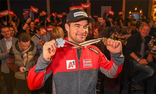 Vincent Kriechmayr feierte beim Ischgl Abend im TirolBerg seine zweite WM-Medaille. (Foto: Tirol Werbung / Erich Spiess)