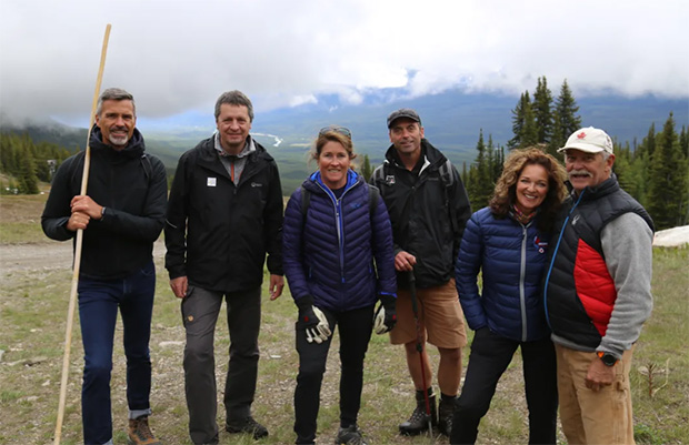 Andi Krönner (Technical Operations Manager - Women), Peter Gerdol (World Cup Chief of Race - Women), Sue Schwartz (Lake Louise Women's World Cup Chief of Race) Rocket Miller (Mountain Manager) Lynne Gibson and Darrell MacLachlan (Lake Louise Race Organizing Committee members) (Foto: © FIS-Ski.com)