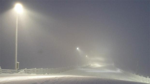 07.50 Uhr:  ©Ski Sport Finland Twitter / Ein wenig Nebel im oberen Teil der Levi Black Piste. Trotzdem sollte die Sicht den Start um 10.00 Uhr nicht gefährden.