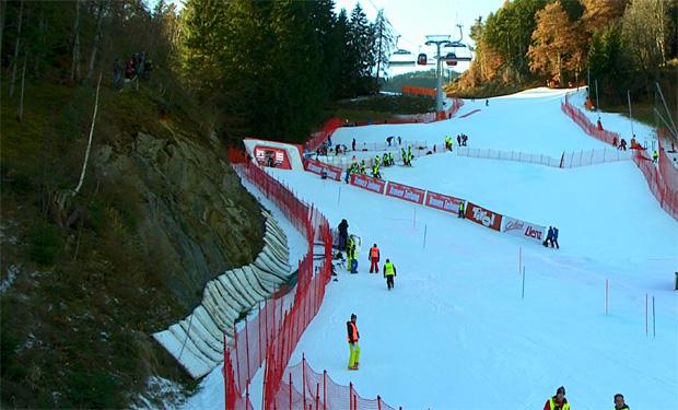 Shiffrin führt im Slalom von Lienz, Schild fünfte