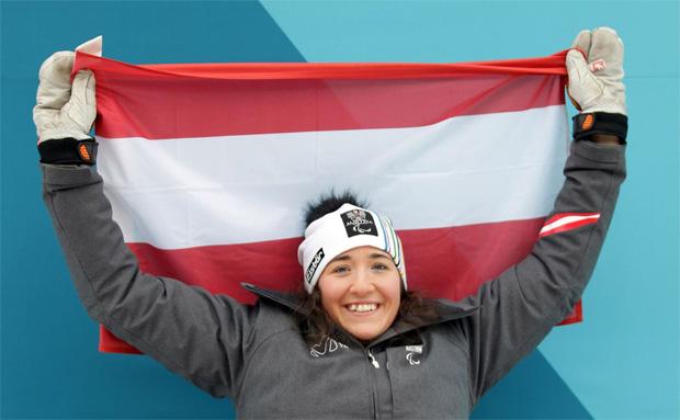 ÖSV Paralympics News: Claudia Lösch trägt die Fahne bei der Eröffnung (Foto: © ÖPC/Diener)