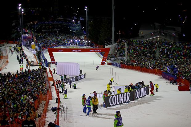 Madonna di Campiglio ist bereit für das Slalom-Spektakel am heutigen Mittwoch. Start 1. Durchgang 17.45 Uhr (Finale 20.45 Uhr). (Foto: © FISI/Pentaphoto/Marco Trovati)