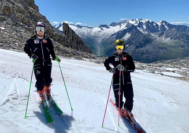 Sabrina Maier und Christina Ager sind nach ihren Kreuzbandverletzungen wieder zurück auf der Piste (Foto: © Ski Austria Alpin/Facebook)