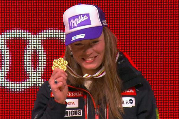 Tina Maze mit ihrer Abfahrts-Goldmedaille