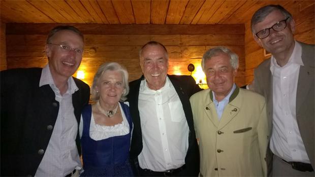 Foto: Rasmushof / von links: Dr. Michael Huber (Präsident Kitzbüheler Ski Club), Signe Reisch (Präsidentin Kitzbühel Tourismus), Fritz Melchert, Dr. Josef Burger (Vorsitzender Bergbahn AG Kitzbühel), Dr. Klaus Winkler (Bürgermeister der Stadt Kitzbühel)
