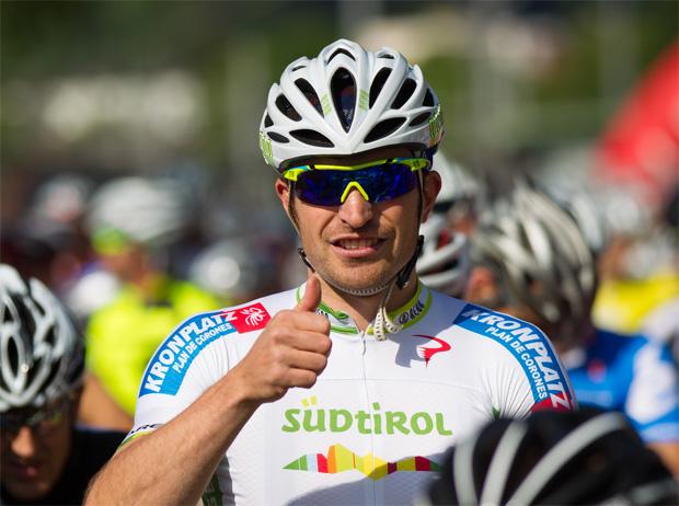 © Expa Pictures / Daumen hoch: Manfred Mölgg vor dem Start zur Dolomitenradrundfahrt 2013