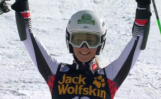 Elisa Mörzinger stand beim Parallel-Riesenslalom in Sestriere erstmals auf einem Ski Weltcup Podest!