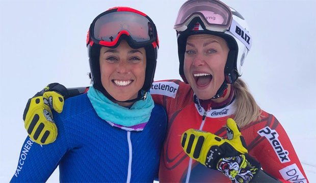 Trotz des widrigen Wetters und dem Nebel, strahlten Federica Brignone und Ragnhild Mowinckel um die Wette. (Foto: Ragnhild Mowinckel / Instagram)