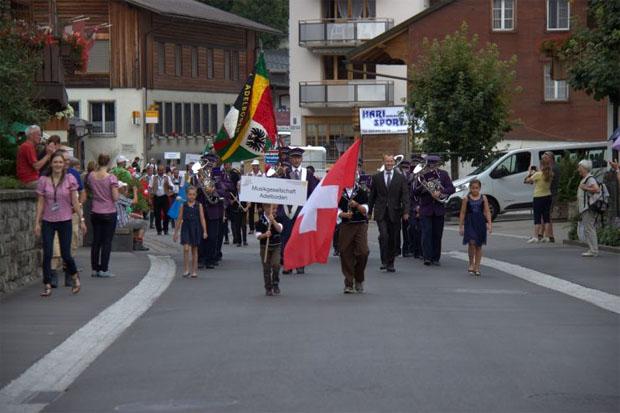 Musikantentreffen der Weltcuporte (Foto: weltcup-adelboden.ch)