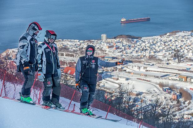 Pisten-Besichtigung vor dem ersten Abfahrtstraining in Narvik (© Photo by Jan Arne Pettersen)