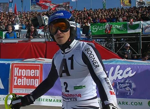 Felix Neureuther führt beim Slalom in Schladming
