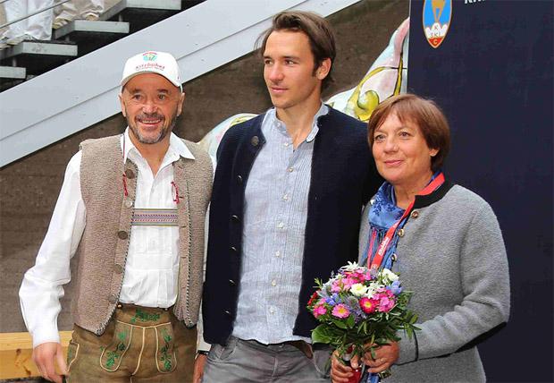 © hahnenkamm.com / Felix Neureuther, mit Papa Christian und Mutter Rosi