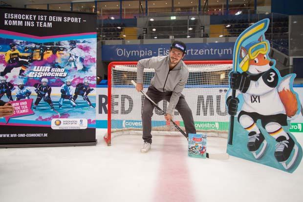 """Felix Neureuther geht mit den DEB-Stars aufs Eis: """"Ixi und die coolen Huskys"""" (Foto: Sabine Klem)"""