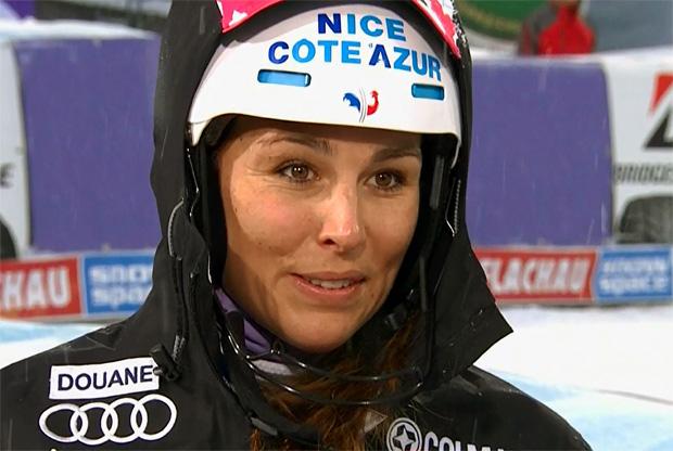Nastasia Noens schockiert im ersten Slalomdurchgang von Flachau die Konkurrenz