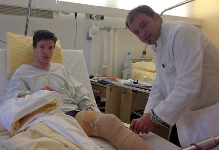 Pechvogel Christoph Nösig wurde noch gestern Abend von ÖSV-Arzt Christian Fink erfolgreich operiert. (Foto: ÖSV)