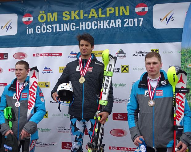 Johannes Strolz aus Vorarlberg (Bildmitte) gewann zum Auftakt der Österreichischen Meisterschaften am Hochkar den Slalom, vor seinen Kollegen Fabio Gstrein (2., Tirol, l.) und Pirmin Hacker (3., Kärnten, r.). Fotos: SC Göstling-Hochkar