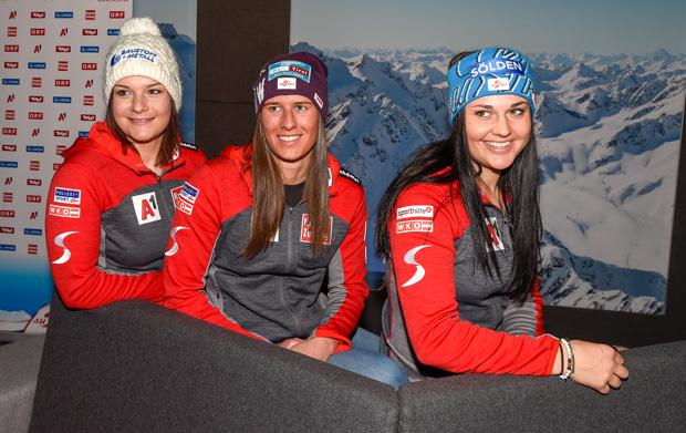 Ramona Siebenhofer, Ricarda Haaser und Franziska Gritsch (v.l.) richten ihren Fokus auf die freitägige WM-Kombination. (Foto: Tirol Werbung / Erich Spiess)