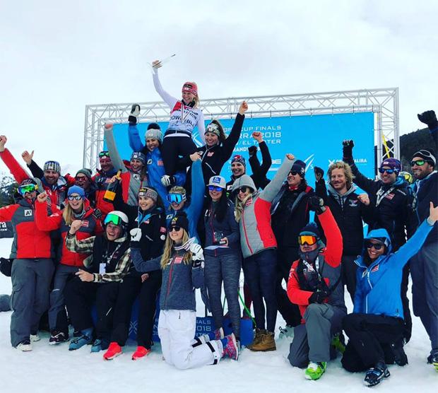 Jubelstimmung im ÖSV-EC-Damenteam: Ariane Rädler gewinnt Abfahrt und Disziplinen-Wertung beim EC-Finale in Soldeu (Foto: ÖSV Austria Ski Team / Facebook)