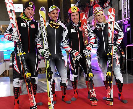 Max Franz, Philipp Schörghofer, Marcel Hirscher und Marlies Schild präsentierten die neuen Rennanzüge der Fa. Schöffel. (Foto: Erich Spiess)