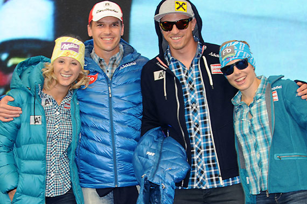Michaela Kirchgasser, Matthias Lanzinger, Max Franz und Nicole Schmidhofer im neuen Look für die Saison 2014/15. (Foto: Erich Spiess)