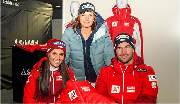 Franziska Gritsch, Ramona Siebenhofer und Vincent Kriechmayr freuten sich über die neue Bekleidung. (Foto: ÖSV/Erich Spiess)