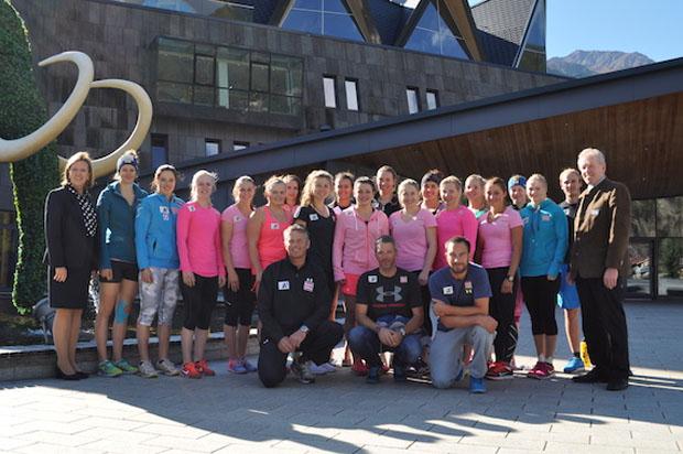 Bestens umsorgt wurden die EC-Damen vom Team rund um Aqua Dome Geschäftsführerin Bärbel Frey (links). (Foto: Aqua Dome)