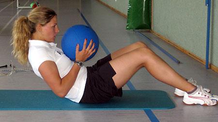 Die Oberösterreicherin Evelyn Pernkopf beim Bauchmuskeltraining. (Foto: ÖSV)