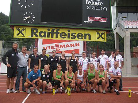 Ski Kapfenberg Obmann Josef Auer und Helmut Podolan statteten der Mannschaft einen Besuch ab und überzeugten sich vom professionellen Training. (Foto: ÖSV)