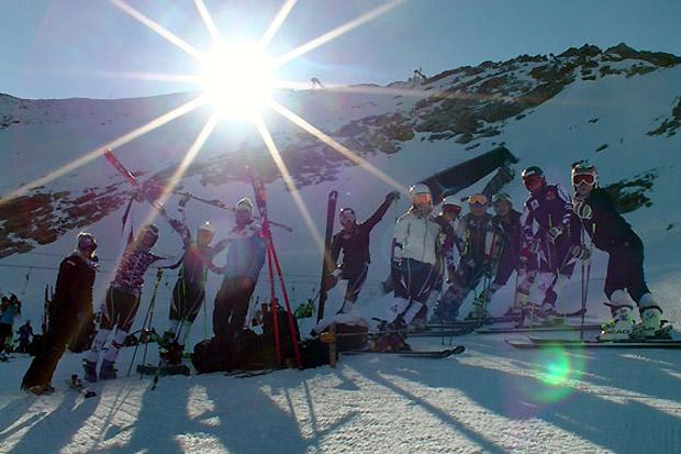 Bei strahlendem Sonnenschein absolvierten die Nachwuchsdamen (im Bild die Technikerinnen) wichtige Trainingseinheiten. (Fotos: ÖSV)
