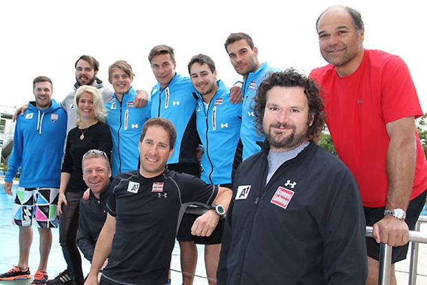 Die ÖSV Europacup Speed-Mannschaft mit Frau Direktor Claudia Wendner vor dem Sportbecken. (Foto: vital-hotel.at)
