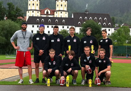 """Coach"" Andreas Pröller mit dem Team. (Foto: ÖSV)"
