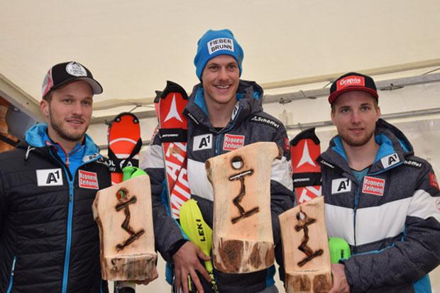 Das Trio strahlte um die Wette: Christian Hirschbühl, Manuel Feller und Marco Schwarz (v.li.) (Foto: ÖSV)