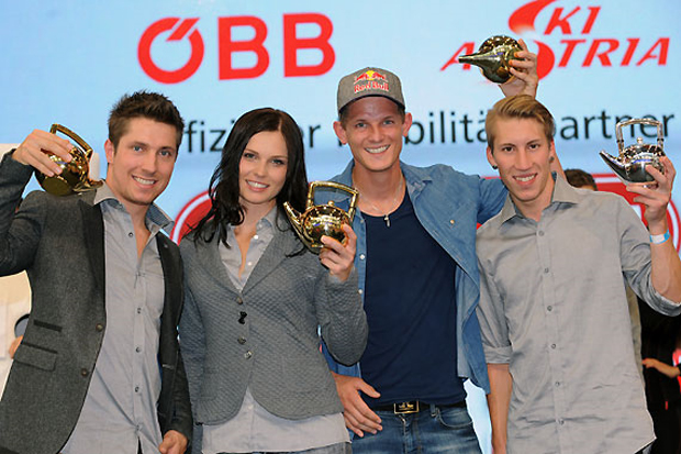 """Marcel Hirscher, Anna Fenninger und Thomas Morgenstern (v.l.) freuten sich über die """"Goldene Teekanne""""; Thomas Diethart (re.) wurde """"Newcomer of the year"""". (Foto: Erich Spiess)"""