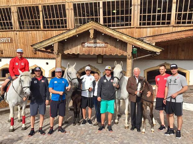 Das ÖSV Abfahrtsteam startet im Bio-Hotel Stanglwirt in die Olympiasaison... (Foto: ÖSV - Facebook)