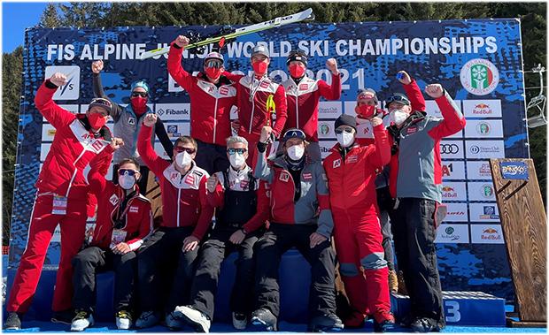 Lukas Feurstein und das ÖSV Team freut sich über die Goldmedaille im Riesentorlauf. (Foto: © ÖSV/Schrammel)