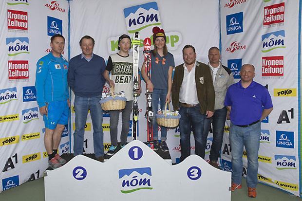 Die Verantwortlichen gratulierten den Tagesschnellsten Jonathan Kröll (Salzburg) und Filippa Acker (Vorarlberg). (Foto: Peter Lintner)