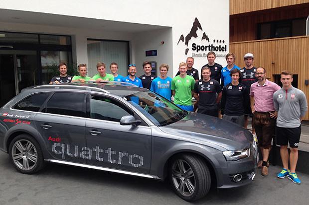 Mannschaftsfoto vor dem Sporthotel Montafon in Gaschurn. (Fotos: ÖSV)