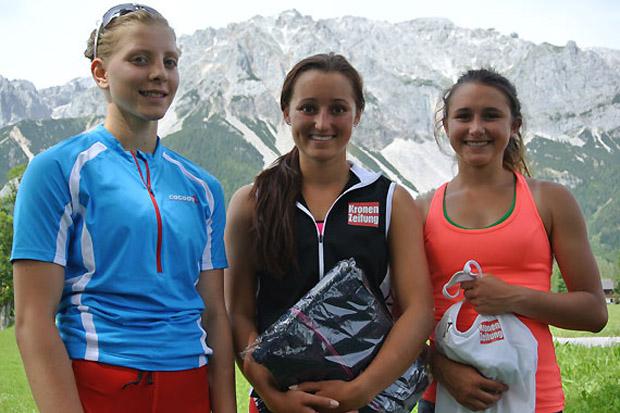 """Die Steirerin Martina Grillitisch (re.) belegte in der Gesamtwertung Rang drei hinter den beiden ÖSV-Kaderathletinnen Chiara Mair (Mi.) und Katharina Gallhuber und kürte sich damit zur """"Princess of Zermatt 2014"""". (Fotos: ÖSV)"""